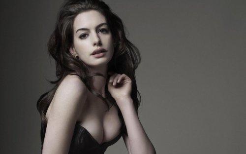 Anne Hathaway'in Çıplak Fotoğrafları Hackerlar Tarafından İnternete Sızdırıldı!
