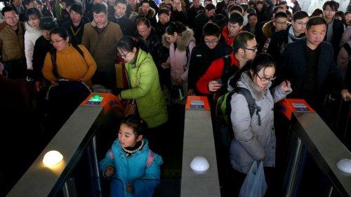 Çin'den İlginç Karar Fakirler Uçak Ve Tren Bileti Alamayacak